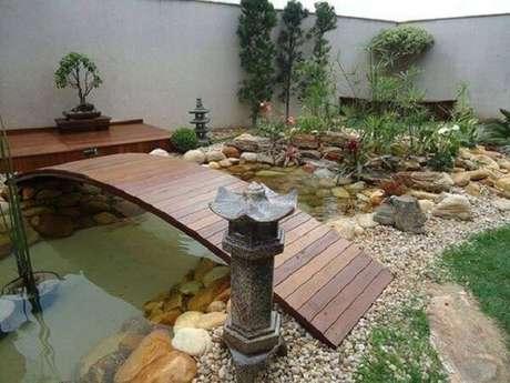 13. A ponte de madeira é um elemento muito representativo dentro do Jardim Japonês. Fonte: Pinterest
