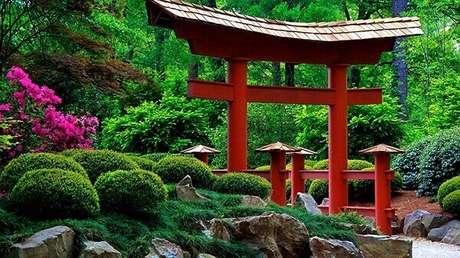 23. Arquitetura peculiar complementa a decoração do Jardim Japonês. Fonte: Gideão Paisagismo