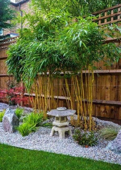 26. Bambus, pedras e uma réplica de templo budista. Fonte Pinterest