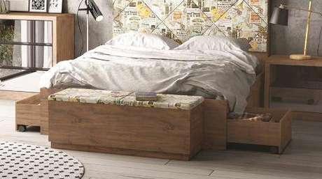 14. A cama com gavetas pode ser associada a outros móveis, trazendo mais funcionalidade. Foto: Americanas