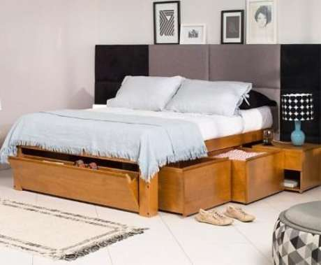 20. Cama com gavetas de madeira de lei dão um toque muito moderno para o quarto. Foto: Meu Móvel de Madeira