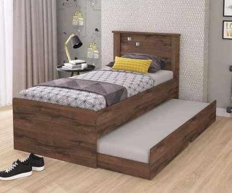 23. A cama com gavetas e auxiliar na versão solteira pode ter as gavetas apenas na estrutura da cama modular. Foto: Magazine Luíza