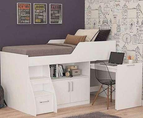 29. A cama com gavetas pode ser ainda mais funcional com acessórios como mesas e armários. Foto: Americanas
