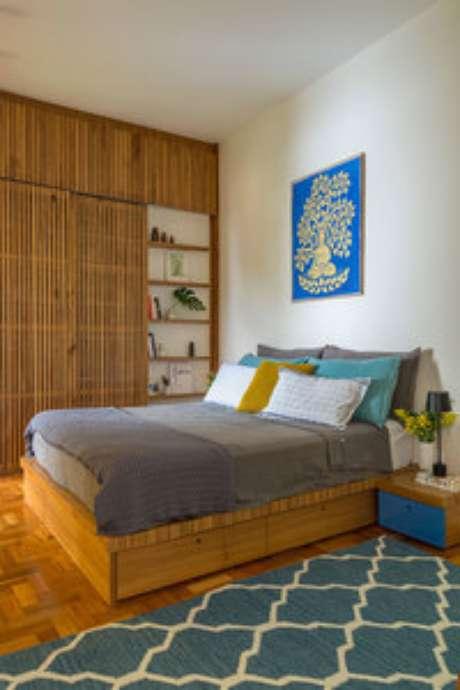 33. A cama com gavetas pode ser ótima para quartos mais contemporâneos. Foto: Casa de Valentina
