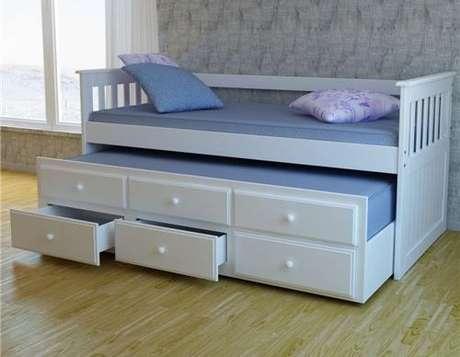 36. O sofá cama com gavetas também vai bem com auxiliar. Foto: Casas Bahia