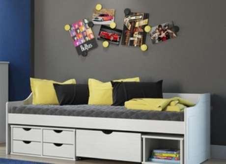 8. O sofá cama com gavetas pode ser utilizado tanto na sala quanto no quarto. Foto: Carrefour