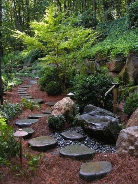 27. Caminho de pedras transmitem paz aos visitantes. Fonte: Pinterest