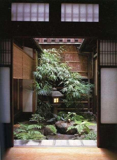 32. Com lanternas, pedras, bambu e plantas típicas do oriente forme um Jardim Japonês de Inverno. Fonte: Pinterest