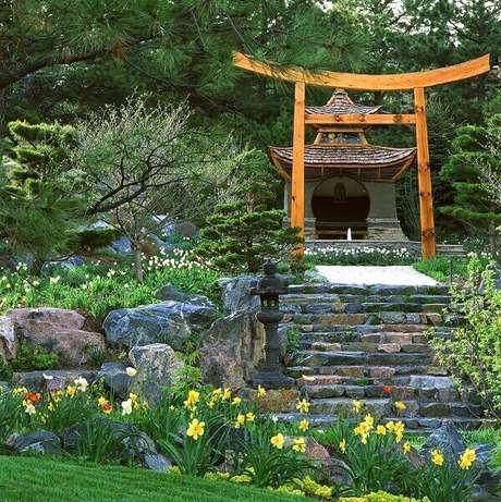 37. Elementos que fazem toda a diferença nesse jardim. Fonte: Pinterest