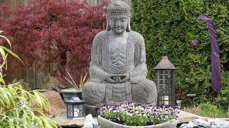 46. Imagem do Buda complementa a decoração desse jardim. Fonte: Westwing