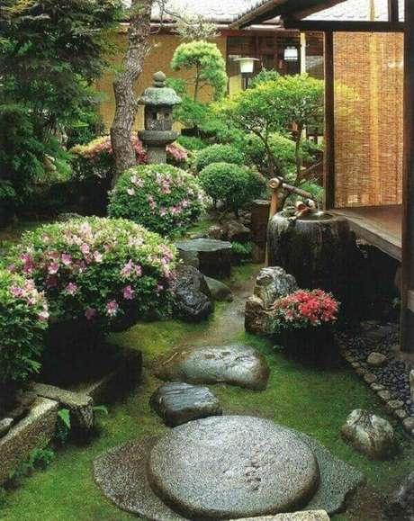 49. Invista em plantas como as magnólias e pitospóros, além das flores de cerejeira, é claro. Fonte: Pinterest