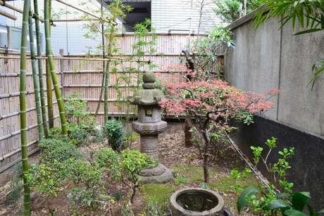51. Mini Jardim Japonês criado nos fundos da casa. Fonte: Pinterest
