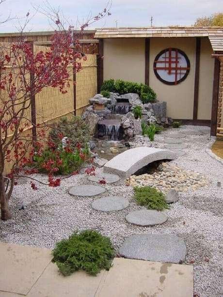 57. Jardim criado aos fundos dessa casa. Fonte: Pinterest
