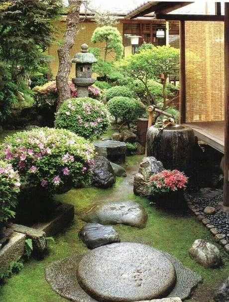 62. Jardim Japonês inspirador criado aos fundos dessa residência. Fonte: Pinterest
