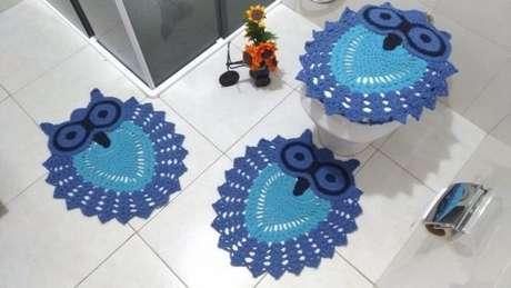 51. Kit para banheiro de tapete de coruja azul – Por: Pinterest