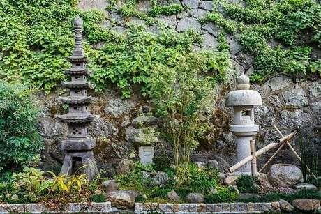 5. Lanternas de pedra encantam o Jardim Japonês. Fonte: Pinterest