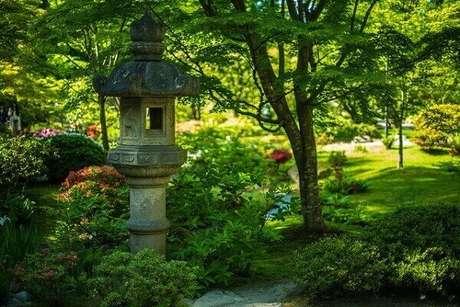 65. Lanterna de jardim complementa a decoração. Fonte: Pinterest