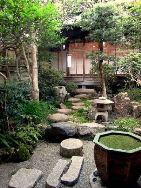 67. Misture elementos complexos e crie um jardim rico e variado. Fonte: Pinterest