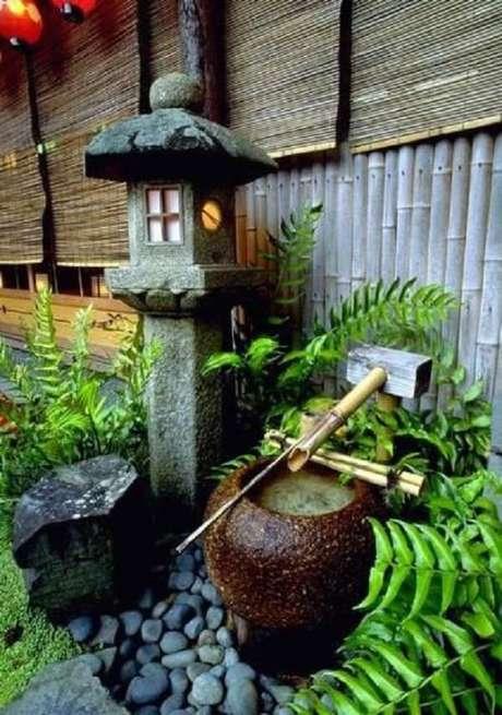 68. Misture pequenas pedras e bambu e o resultado do seu jardim será incrível. Fonte: Pinterest