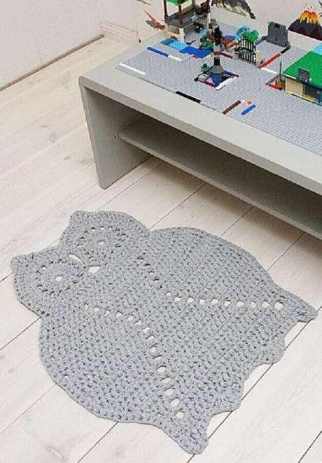 50. O tapete de coruja cinza é o mais neutro para ambientes como a sala de estar. Aposte nele! – Por: Pinterest