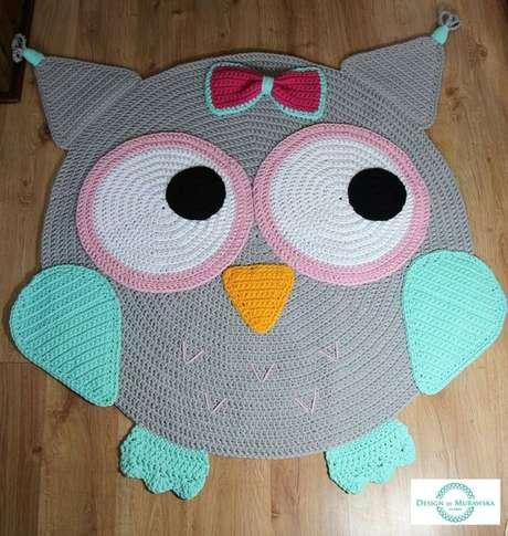 33. Tapete de coruja em crochê bem colorido e fofo – Por: Crochê em design