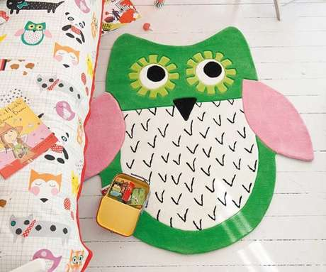 25. Todo tapete de coruja colorido fica lindo na decoração de quarto infantil – Por: Pinterest