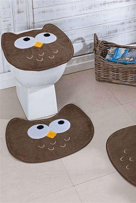 23. Tapete de coruja marrom para usar no banheiro -Por: decor fácil
