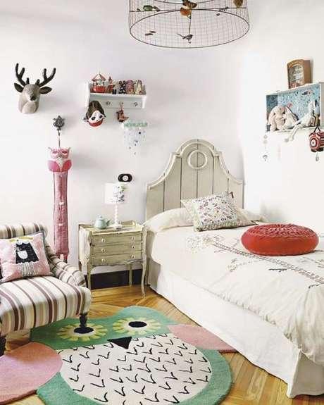 17. O quarto infantil fica muito mais alegre com o tapete de coruja – Por: Pinterest