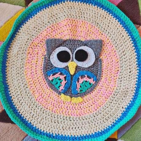 60. Para ambientes maiores, faça um tapete de coruja redondo – Por: pradika