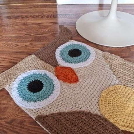 58. Aposte no tapete de crochê de coruja na decoração de quartos – Por: Pinterest