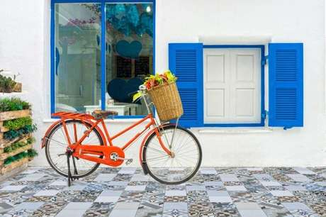 8. A tinta para madeira é utilizada em móveis, janelas, revestimento e mais. Projeto por: Cerámica Alberdi