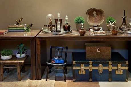 21. A tinta para madeira também pode ser usada apenas em detalhes da decoração. Projeto por: Eduarda Corrêa