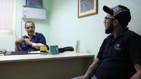 Edward Romero diz que metade de seus pacientes foram a outros países atrás de tratamentos