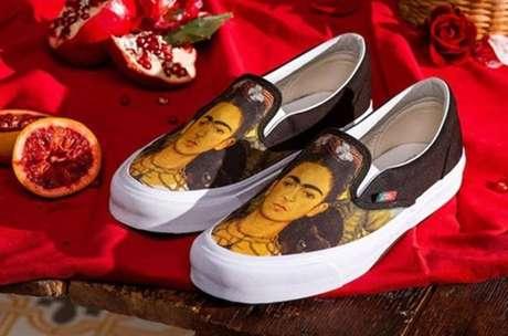 Vans lança tênis com estampas em homenagem àFrida Kahlo.