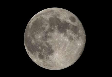 Lua cheia em Washington 31/08/2012 REUTERS/Larry Downing