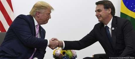 Afagos e elogios: o encontro de Trump e Bolsonaro em Osaka
