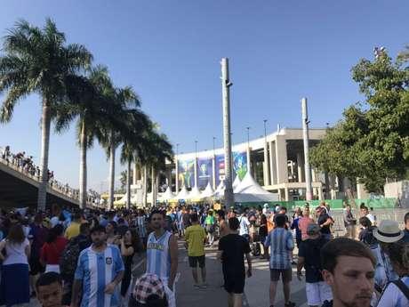 Torcida argentina lotou o Maracanã (Foto: Luiza Sá)