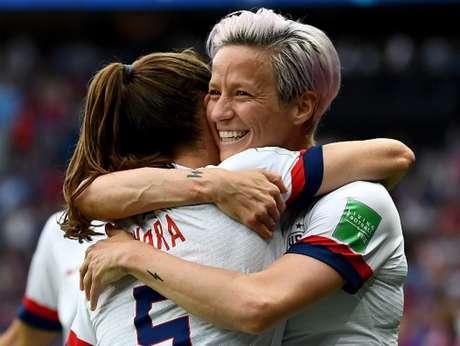 Rapinoe faz os dois gols da vitória dos Estados Unidos sobre a França (AFP)
