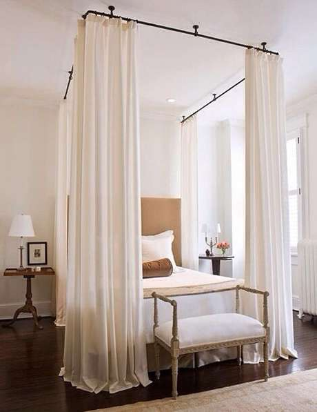 9. Prefira cortinas leves para compor seu quarto com cama com dossel, assim a decoração fica mais harmônica – Por: Decorando com classe