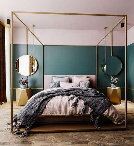 10. Para ambientes minimalistas, use a cama com dossel na cor dourada – Por: Vanilla