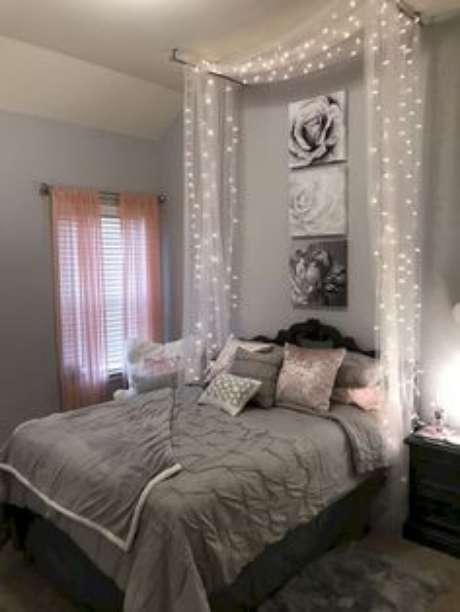 23. A estrutura da cama com dossel não precisa ser completa, as cortinas ao lado da cabeceira também ficam lindas para seu quarto! – Por: Pinterest