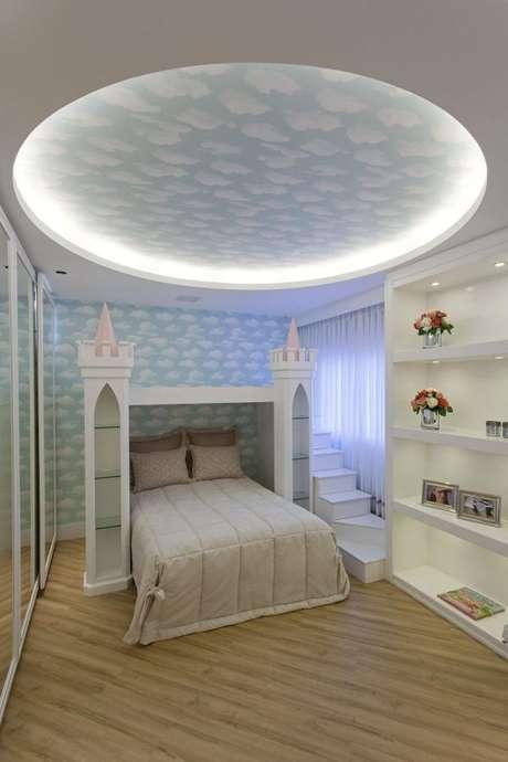 24. Que tal criar uma cama com dossel diferenciada para sua filha? Use sua criatividade! – Por: Iara Kilaris
