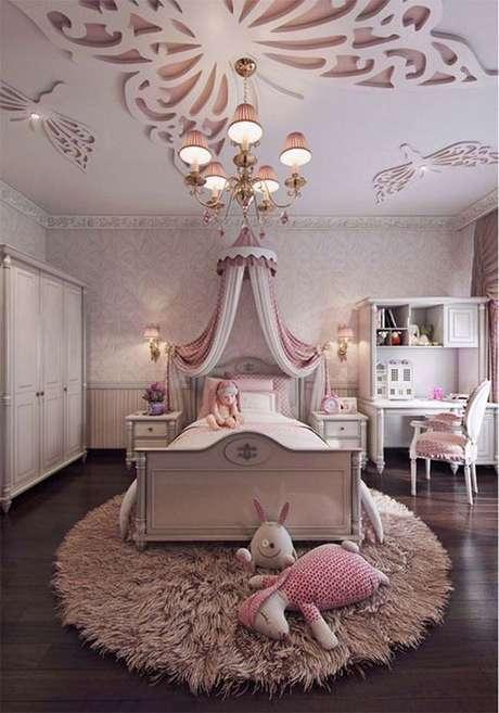32. Uma cama com dossel cor de rosa – Por: Wilderpublications