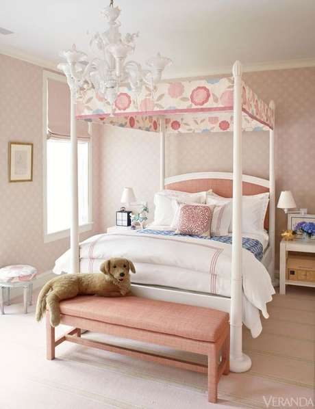 35. A cama de princesas com dossel rosa é delicada e super feminina para uma cama com dossel – Por: Veranda