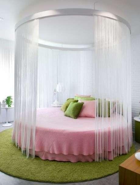 43. A cama com dossel redonda é outra forma de inovar na decoração do quarto – Por: Bradsknutson