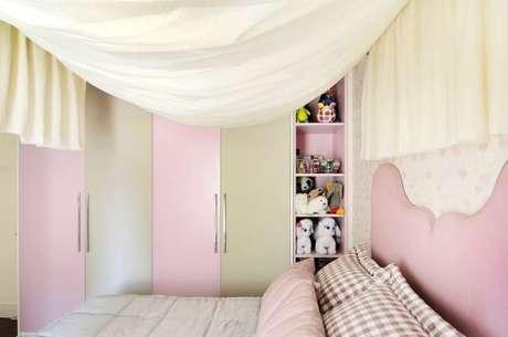 52. Decoração de quarto de menina com cama com dossel super charmosa – Por: Helen Granzote