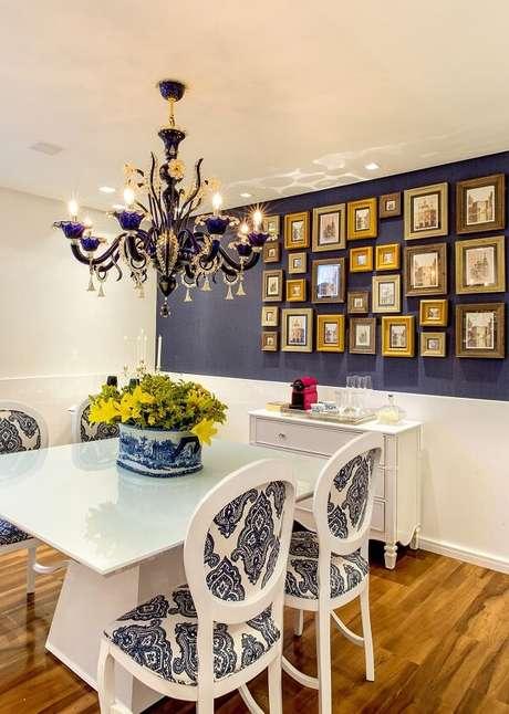 4. Lustre candelabro azul para sala moderna – Por: Milla Holtz