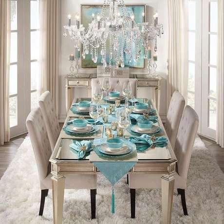 16. O lustre candelabro de cristal é o requinte da decoração da sala de jantar – Por: Lucia Maria Escritora
