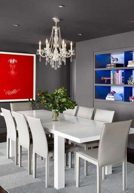 18. Que tal apostar no lustre candelabro branco na sua sala de jantar? – Por: Pinterest