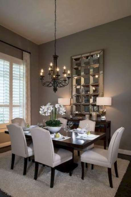 23. Lustre candelabro preto para sala de jantar luxuosa e moderna – Por: Luxury Dale